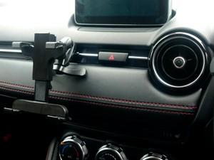 デミオ車載タブレットホルダー